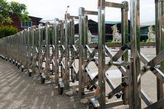 Chwilowy ogrodzenie, żelaza ogrodzenie, blok od wchodzić do obraz stock