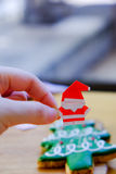 Chwyta Santa Claus ręka Obraz Royalty Free