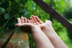 chwytający deszcz Zdjęcia Stock