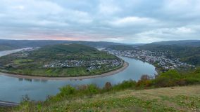 Chył Rhine rzeka blisko grodzkiego Boppard, Niemcy zbiory wideo