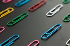 Chybianie papierowa klamerka zdjęcie stock