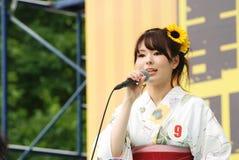 Chybienie Fuji piękna dziewczyna w Fuji festiwalu Obrazy Royalty Free