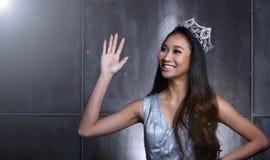 Chybienie widowiska konkurs w Evening Balowej togi suknię z Diamentowym Cro Obraz Royalty Free
