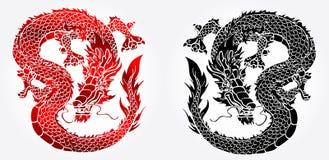 Chytry Azjatycki czarny i czerwony smok na bielu Fotografia Royalty Free
