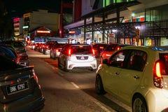 Ciężki ruch drogowy przewodzi Johor sławny pasar karat w Johor Bahru obraz stock