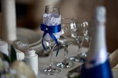 Ciérrese encima de adornado maravillosamente casandose el vidrio Imagenes de archivo