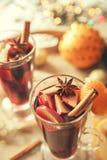 Ciérrese encima de bebida caliente del vino de la imagen con las especias Fotos de archivo libres de regalías