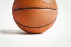 Ciérrese encima de bola de la cesta Fotografía de archivo libre de regalías