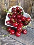 Ciérrese encima de cerezas maduras frescas Imágenes de archivo libres de regalías