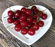 Ciérrese encima de cerezas maduras frescas Fotografía de archivo
