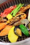 Ciérrese encima de cocinar la barbacoa japonesa fotografía de archivo libre de regalías
