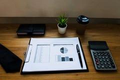 Ciérrese encima de concepto del negocio del objeto Lugar de trabajo del negocio en el tabl fotos de archivo libres de regalías