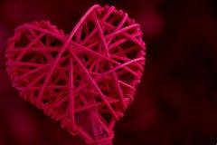 Ciérrese encima de corazón tejido rojo Imagenes de archivo