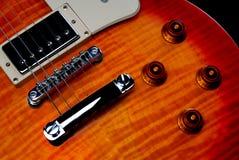 Ciérrese encima de cuerpo de la guitarra eléctrica del starburst Foto de archivo