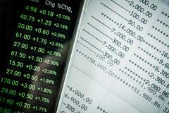 Ciérrese encima de datos del extracto de cuenta del libro y del mercado de acción Fotografía de archivo libre de regalías
