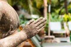 Ciérrese encima de escultura de la mano Imagen de archivo