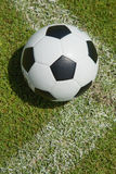 Ciérrese encima de fútbol en la meta Fotos de archivo libres de regalías