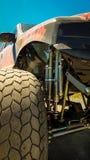 Ciérrese encima de Front Quarter de un monster truck estirado imágenes de archivo libres de regalías