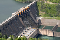 Ciérrese encima de imagen de una presa de la barrera de agua Imagenes de archivo