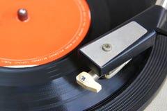 Ciérrese encima de imagen del viejo tocadiscos Foco selectivo Imagenes de archivo