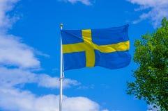 Ciérrese encima de la bandera de Suecia Fotos de archivo