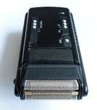 Ciérrese encima de la cabeza con la cuchilla de acero de una máquina de afeitar eléctrica Imagen de archivo