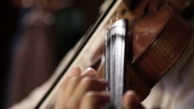 Ciérrese encima de la cacerola tirada de un jugador del violín almacen de metraje de vídeo
