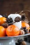 Ciérrese encima de la composición de la Navidad con las mandarinas Imagenes de archivo