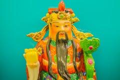 Ciérrese encima de la escultura de Cai Shen, dios chino de la riqueza, dios de las FO Fotos de archivo
