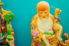 Ciérrese encima de la escultura de Cai Shen, dios chino de la riqueza, dios de las FO Foto de archivo