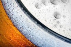 Ciérrese encima de la foto de la cerveza fotografía de archivo