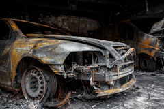 Ciérrese encima de la foto de los coches de un quemar Imagen de archivo