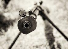 Ciérrese encima de la foto del rifle de francotirador pesado de la Segunda Guerra Mundial, ennegrezca Fotografía de archivo