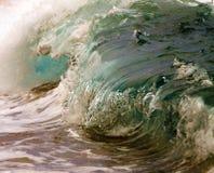 Ciérrese encima de la fractura de la ola oceánica Imagen de archivo