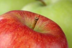 Ciérrese encima de la fruta roja de la manzana Foto de archivo