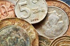 Ciérrese encima de la imagen de las monedas viejas de la lira turca Foto de archivo libre de regalías