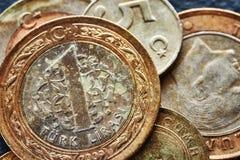 Ciérrese encima de la imagen de las monedas viejas de la lira turca Imagen de archivo libre de regalías