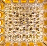 Ciérrese encima de la imagen del detalle del techo en Alhambra imagen de archivo libre de regalías