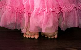 Ciérrese encima de la imagen de los pies lindos del bebé Fotografía de archivo