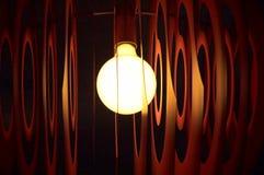Ciérrese encima de la lámpara que brilla intensamente Imagenes de archivo
