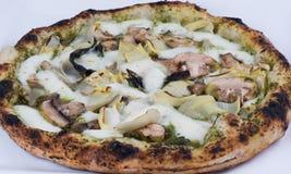 Ciérrese encima de la macro de la pizza encendida madera Fotos de archivo