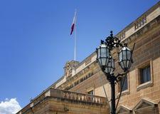 Ciérrese encima de la opinión Auberge de Castille en La Valeta, Malta Era foto de archivo libre de regalías