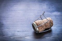 Ciérrese encima de la opinión sobre corck del champán con el alambre Foto de archivo