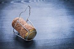 Ciérrese encima de la opinión sobre el corck del champán con el alambre Foto de archivo libre de regalías