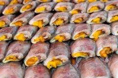 Ciérrese encima de la sequedad salada de los pescados del Osphromemus gorami de la piel de serpiente Imágenes de archivo libres de regalías