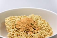 Ciérrese encima de la sopa de fideos inmediata Imagen de archivo