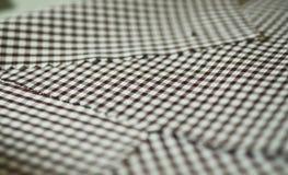 Ciérrese encima de la tela del modelo de scott del marrón de la textura de la camisa Imagen de archivo libre de regalías