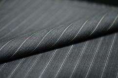 Ciérrese encima de la tela gris del roel del traje Foto de archivo libre de regalías
