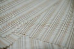 Ciérrese encima de la tela marrón brillante de la textura del traje Fotografía de archivo libre de regalías