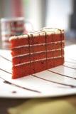 Ciérrese encima de la torta del terciopelo foto de archivo libre de regalías